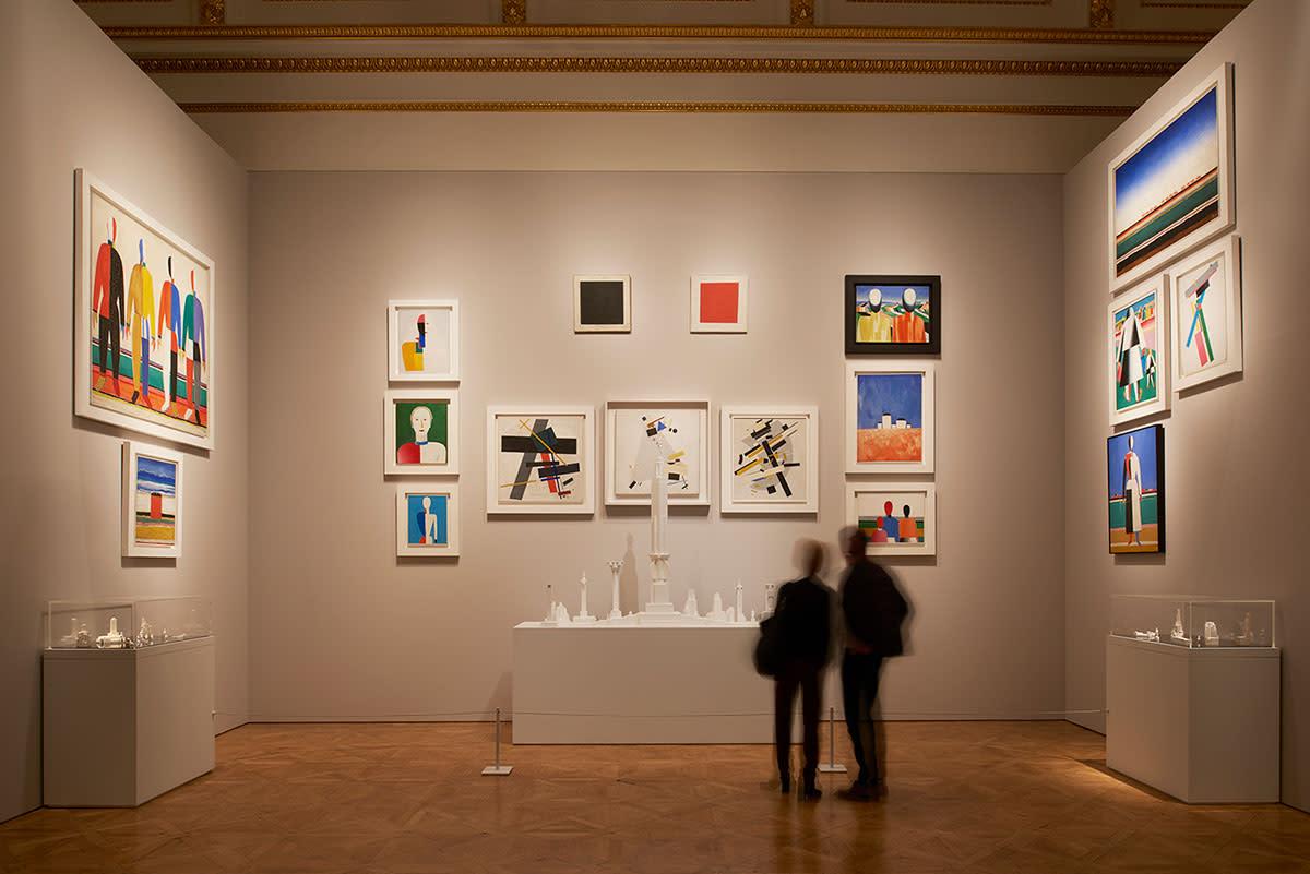 D Coform Exhibition : Inside the show art of russian revolution